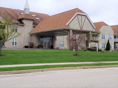 Germantown Condo/Townhouse Active Contingent With Offer: N113w16241 Sylvan Cir #110