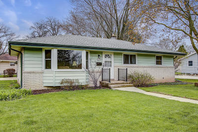 Menomonee Falls Single Family Home Active Contingent With Offer: W144n8525 Macarthur Dr