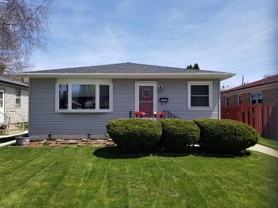 Racine Single Family Home Active Contingent With Offer: 1631 West Lawn Ave