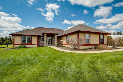 Slinger Single Family Home Active Contingent With Offer: 651 Hunters Crossing Ct