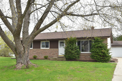 Saukville Single Family Home Active Contingent With Offer: 300 S Mayfair Dr