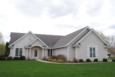 Mukwonago Single Family Home For Sale: 412 Eastern Trl