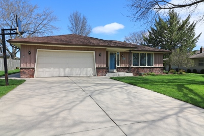 New Berlin Single Family Home Active Contingent With Offer: 3962 S Camrose Ave