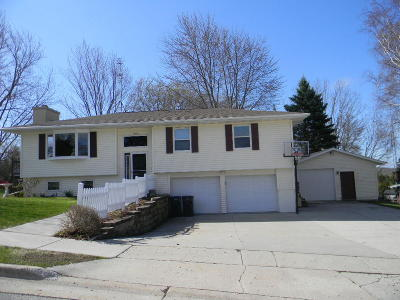 Plymouth Single Family Home Active Contingent With Offer: 1403 Adrian Ct