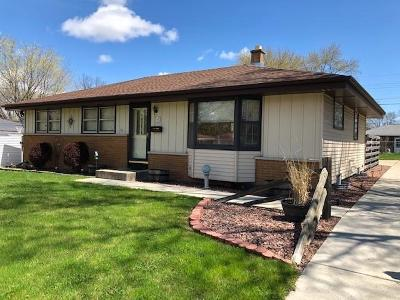 Menomonee Falls Single Family Home Active Contingent With Offer: W149n8366 Norman Dr