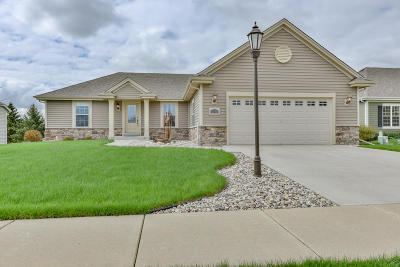 Waukesha Single Family Home Active Contingent With Offer: 3209 Tanglewood Dr