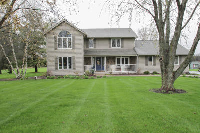 Waukesha Single Family Home Active Contingent With Offer: W319s3257 Squire Rd