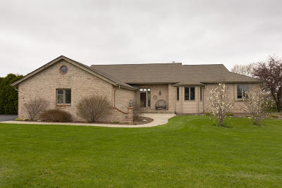 Pewaukee Single Family Home Active Contingent With Offer: N49w25530 McKerrow Dr