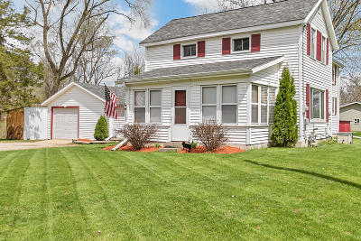 Palmyra Single Family Home Active Contingent With Offer: 213 E Wisconsin St