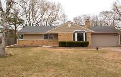 Mequon Single Family Home For Sale: 11316 N Rosewood Dr