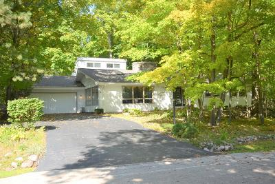 Racine Single Family Home For Sale: 4902 Singing Trees Dr