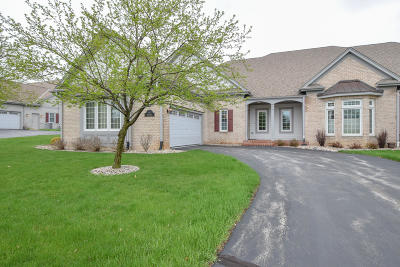 Pewaukee Condo/Townhouse Active Contingent With Offer: N35w22444 Wethersfield Ct #3