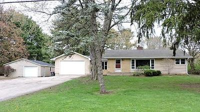 Fort Atkinson WI Single Family Home Active Contingent With Offer: $225,000