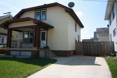 Racine Single Family Home Active Contingent With Offer: 3321 15th St