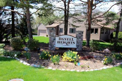 Menomonee Falls Condo/Townhouse For Sale: W133n8155 Danell Dr