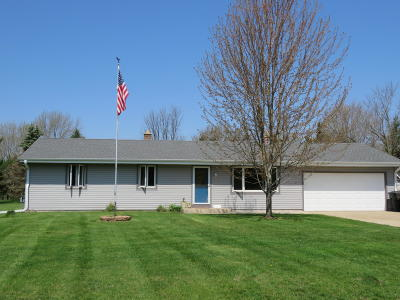 Mukwonago Single Family Home Active Contingent With Offer: S79w33016 Arnold Ct