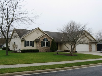 Oostburg Single Family Home Active Contingent With Offer: 819 Anthony Cir