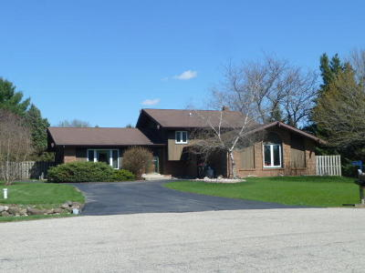 Fort Atkinson WI Single Family Home For Sale: $255,000