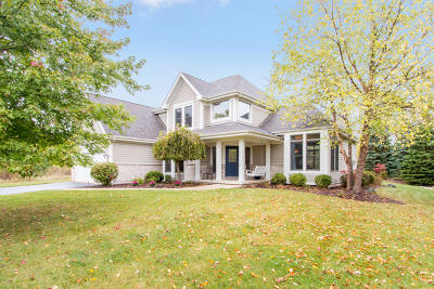 Lake Geneva Condo/Townhouse Active Contingent With Offer: 1255 Saratoga Ln