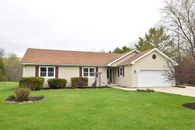Ozaukee County Single Family Home Active Contingent With Offer: 6326 Pleasant Valley Rd