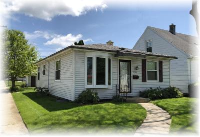 Racine Single Family Home Active Contingent With Offer: 2225 Erie St