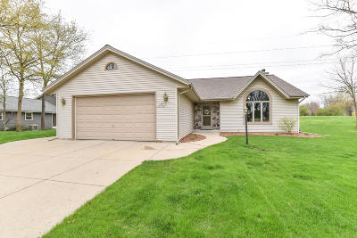 Muskego Single Family Home Active Contingent With Offer: S79w17648 Scenic Dr