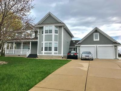 Oak Creek Single Family Home For Sale: 180 W Fairfield Ct