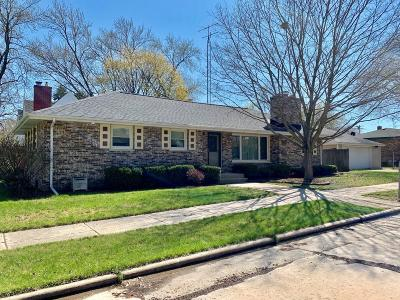 Kenosha Single Family Home Active Contingent With Offer: 5205 68th St