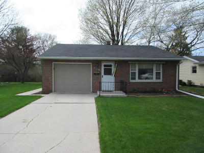 Sheboygan Falls Single Family Home Active Contingent With Offer: 109 Riverhills Dr