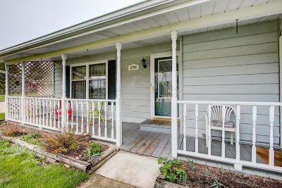 Oak Creek Single Family Home Active Contingent With Offer: 2700 E Fenway Dr
