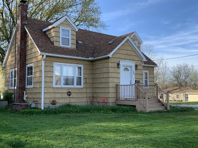Jefferson Single Family Home Active Contingent With Offer: 765 Wisconsin Dr