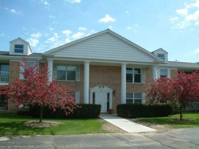 Mequon Condo/Townhouse Active Contingent With Offer: 937 W Heritage Ct #109