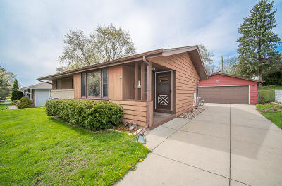 Waukesha Single Family Home Active Contingent With Offer: 402 Debbie Dr
