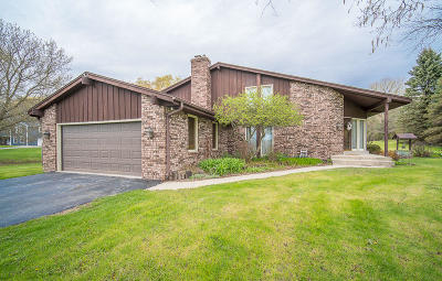 Ozaukee County Single Family Home Active Contingent With Offer: 5700 Gray Log Ct