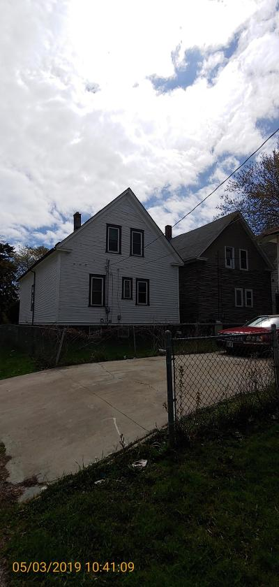 Milwaukee Single Family Home For Sale: 2968 N 29th St