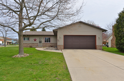 Racine Single Family Home Active Contingent With Offer: 5645 Meadows N Dr