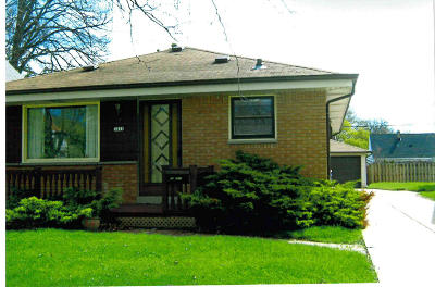 Milwaukee Single Family Home Active Contingent With Offer: 3418 S 81st St