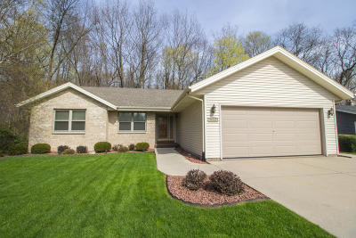 Slinger Single Family Home Active Contingent With Offer: 652 Highview Dr