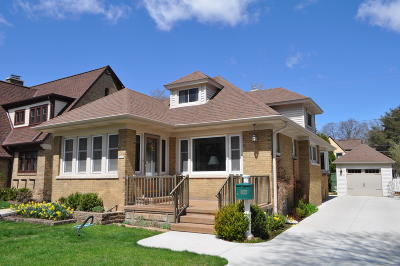 Wauwatosa Single Family Home Active Contingent With Offer: 8122 Richmond Ct