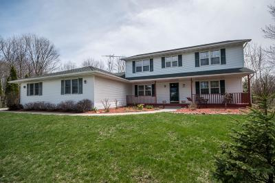 Sheboygan Single Family Home Active Contingent With Offer: 2611 Fawn Ct