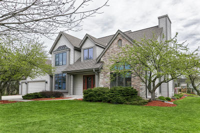 Menomonee Falls Single Family Home Active Contingent With Offer: W144n6190 Rolling Ridge Dr