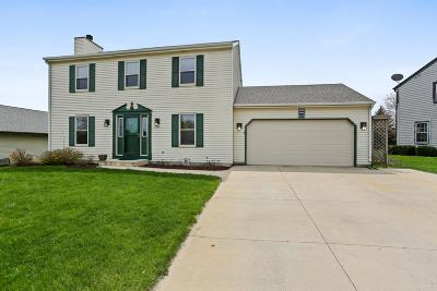 West Bend Single Family Home For Sale: 3329 Squire Ln