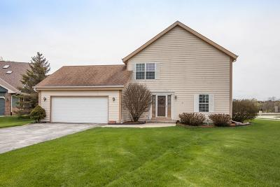 Pewaukee Condo/Townhouse Active Contingent With Offer: N27w26443 Christian Ct E #1