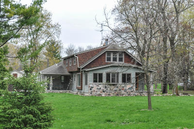 Hartland Single Family Home Active Contingent With Offer: 3230 Nagawicka Rd