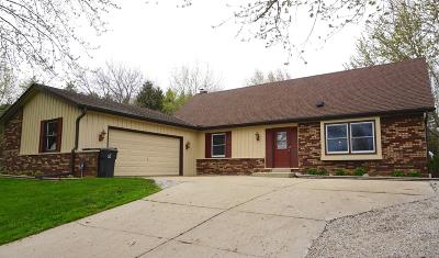 Mukwonago Single Family Home Active Contingent With Offer: S86w27660 Lakeview Ln