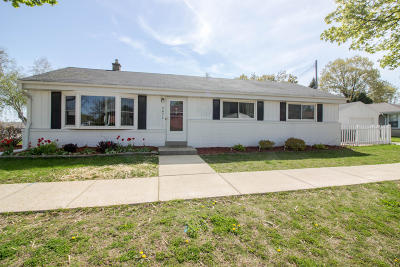 Single Family Home For Sale: 2672 N 114th St