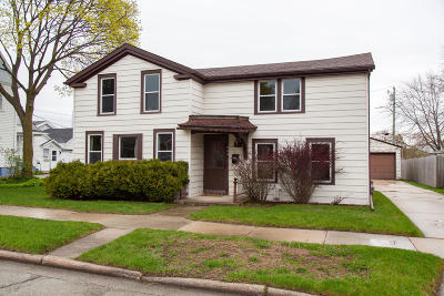 Sheboygan Falls Single Family Home Active Contingent With Offer: 624 Detroit St