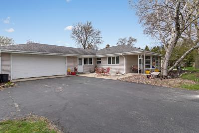Brookfield Single Family Home Active Contingent With Offer: 3025 Arbor Dr