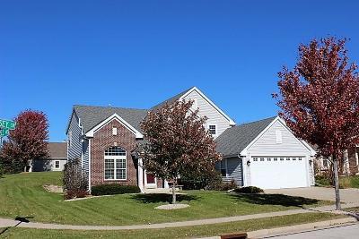 Waukesha Single Family Home For Sale: 100 Jersey Cir
