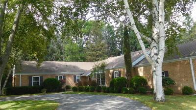 Ozaukee County Single Family Home For Sale: 408 E Juniper Ln